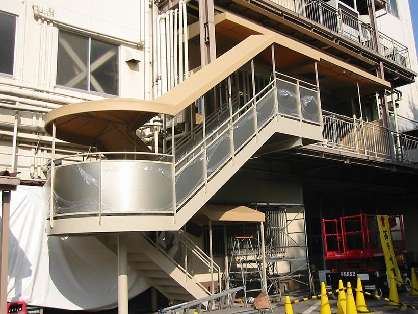 工場の屋外階段にぴったりのテント 愛知県名古屋市