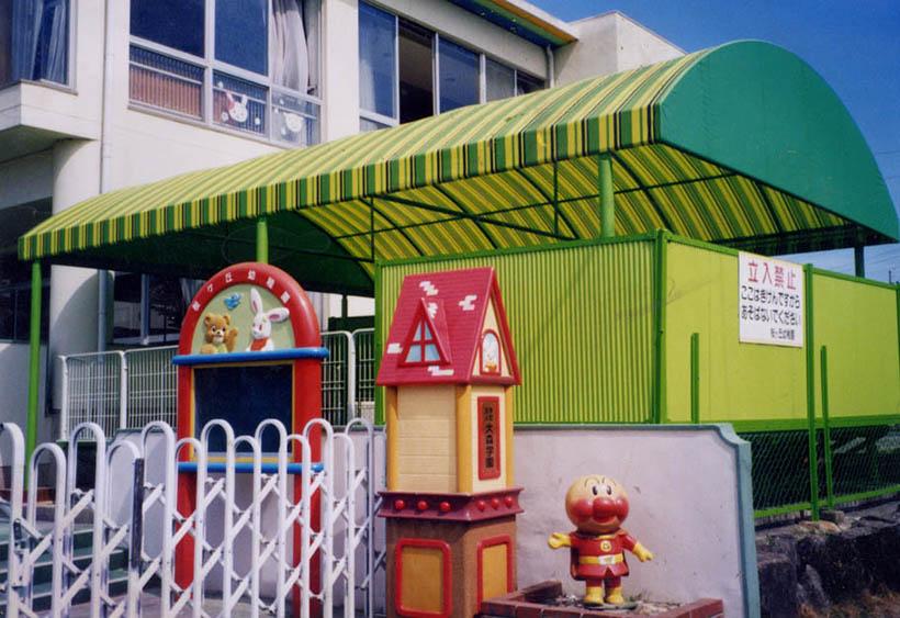 ボーダー柄の生地がかわいい幼稚園の砂場上テント 愛知県名古屋市